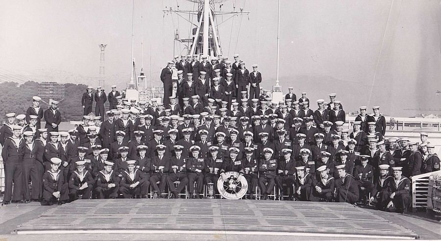Royal Canadian Navy : HMCS Terra Nova ship's company.