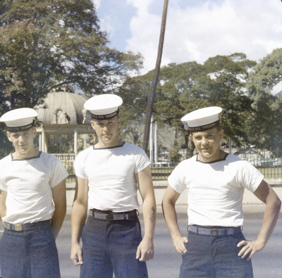 Royal Canadian Navy : HMCS Ste Therese sailors at Fort Fort DeRussy on Waikiki Beach.