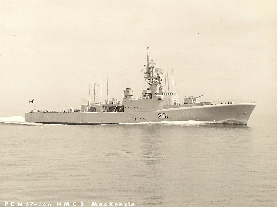 Royal Canadian Navy : HMCS Mackenzie.
