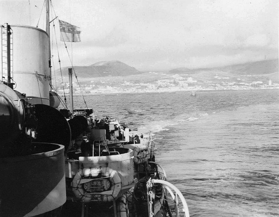 Royal Canadian Navy : HMCS Prince Robert off Africa