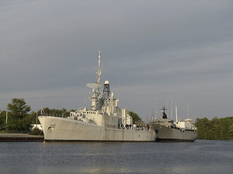 Royal Canadian Navy : HMCS Fraser waiting to be scrapped.