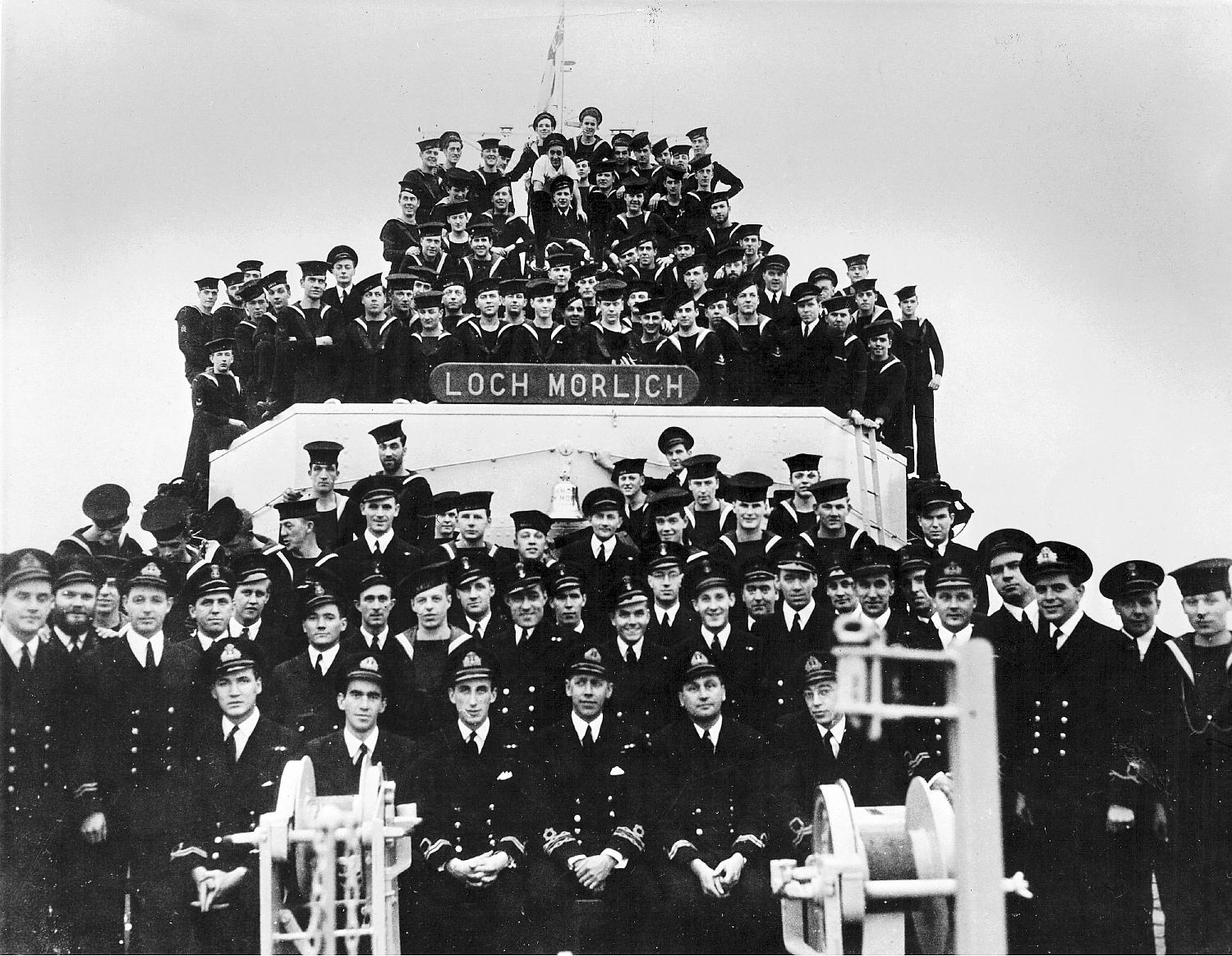 Royal Canadian Navy : crew of HMCS Loch Morlich