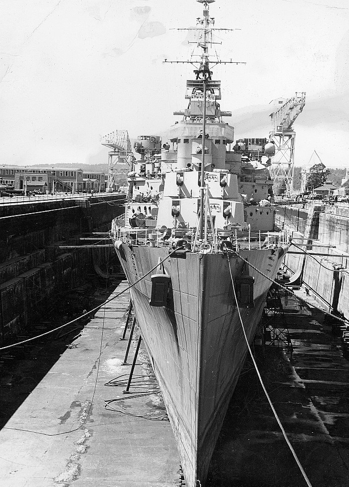 Royal Canadian Navy : HMCS Ontario in drydock