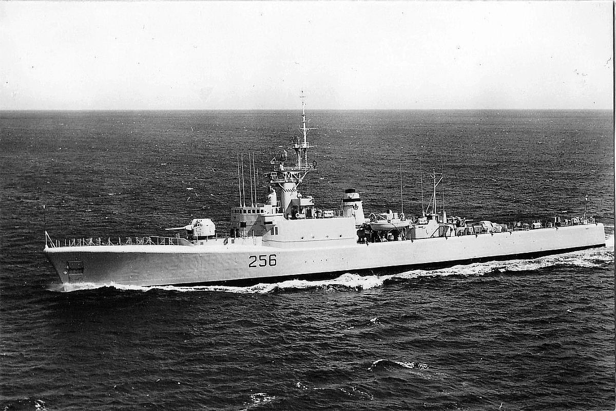 Royal Canadian Navy : HMCS St Croix.