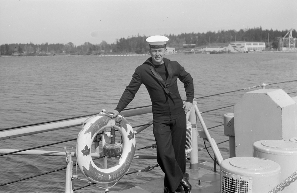 Royal Canadian Navy : HMCS Ste Therese, OS Robert Egger.